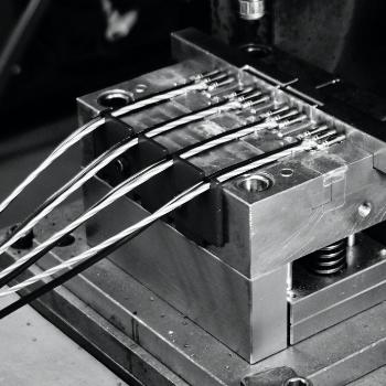 ハーネス加工+成型、プレス加工技術あり(防水対応)